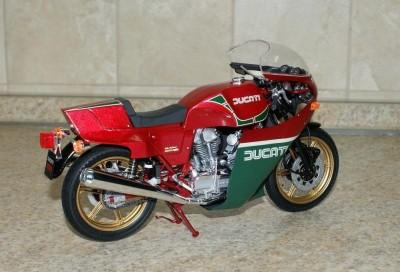Мои модели 1 12, 1 10 и др. Riggs  - Ducati 900 'Mike Hailwood Replica' - Tamiya (8).JPG